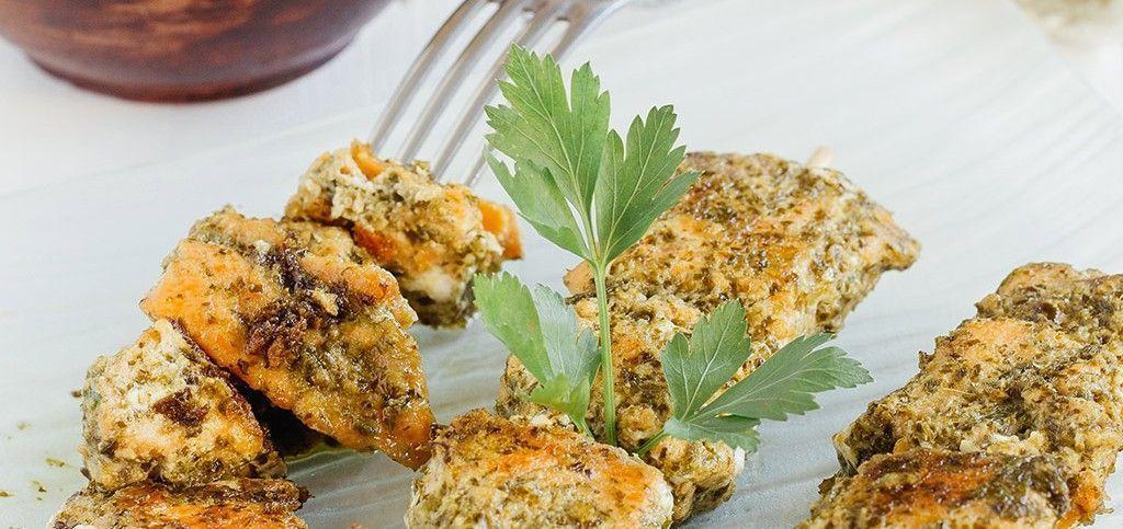 Brochetas de salmón al pesto de espinacas