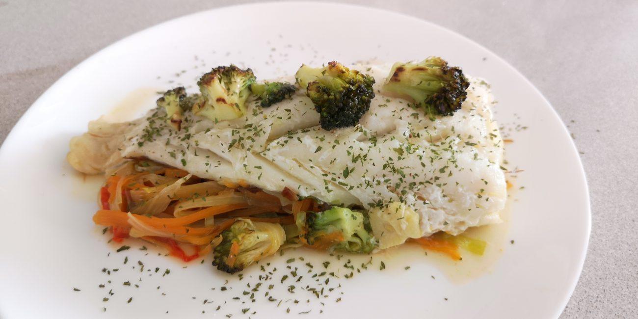 Bacalao con verduras en papillot
